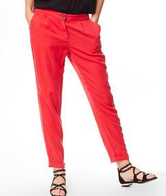 Pantalon fluide rouge.