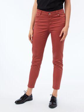 Pantalon slim roux.