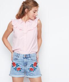 Short en jean brodé fleurs denim.