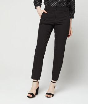 Pantalon cigarette uni noir.