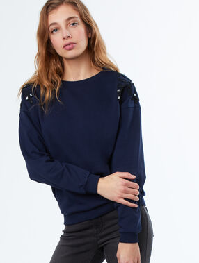 Sweat bleu marine.