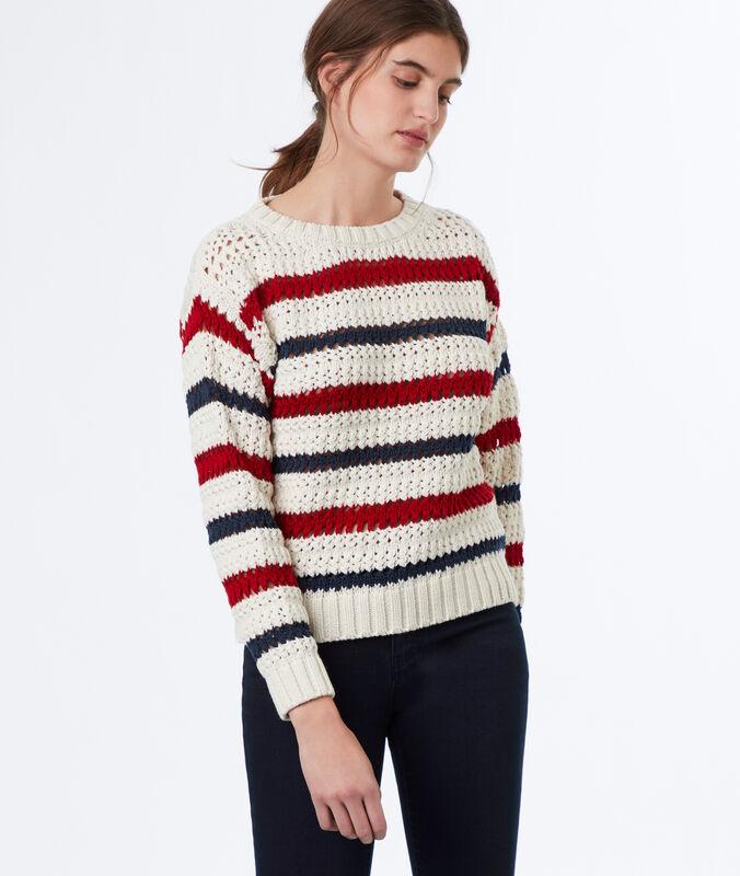 Pull en tricot à rayures écru.