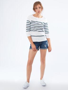 Short en jean bleu délavé moyen.