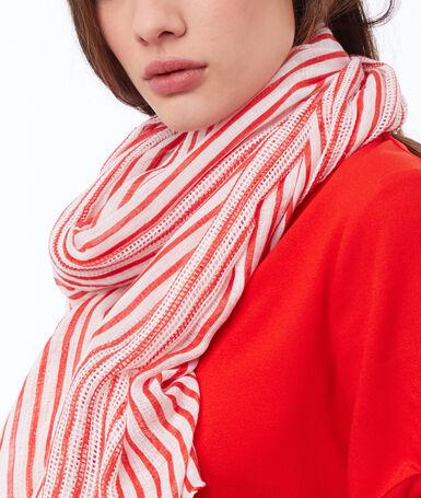 Foulard à rayures rouge.