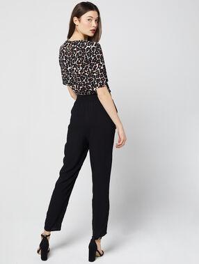 Combinaison à top imprimé léopard noir.