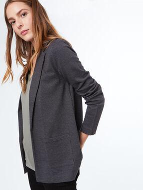 Veste de tailleur gris.