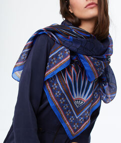 Foulard en soie bleu.