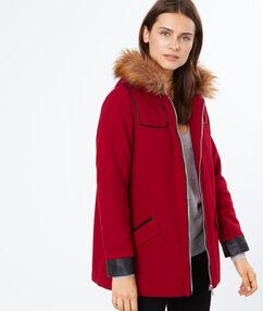 Manteau en laine à capuche fausse fourrure cerise.