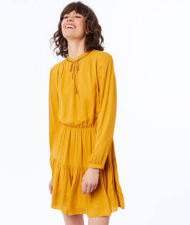 Robe unie manches longues ocre.