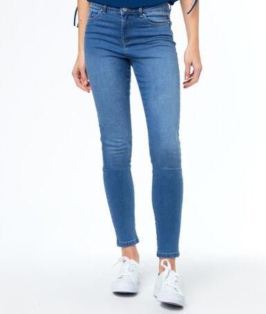 Jean skinny bleu délavé moyen.