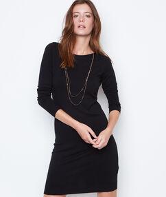Robe pull noir.