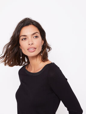 Pull col rond noir.