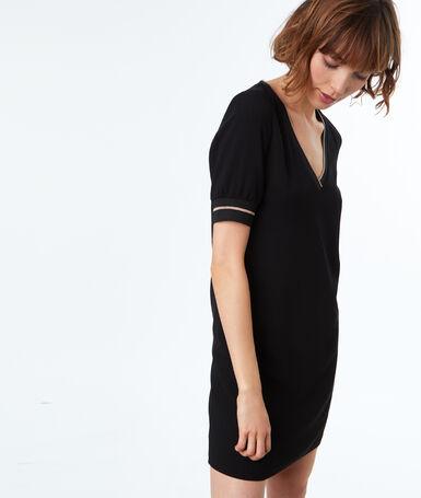Robe manches courtes avec détail scintillant noir.