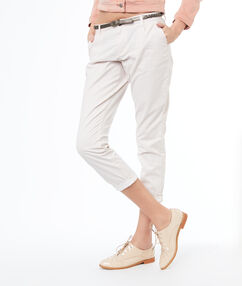 Pantalon carotte avec ceinture en coton nude.