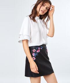 Mini-jupe fleurs brodées noir.