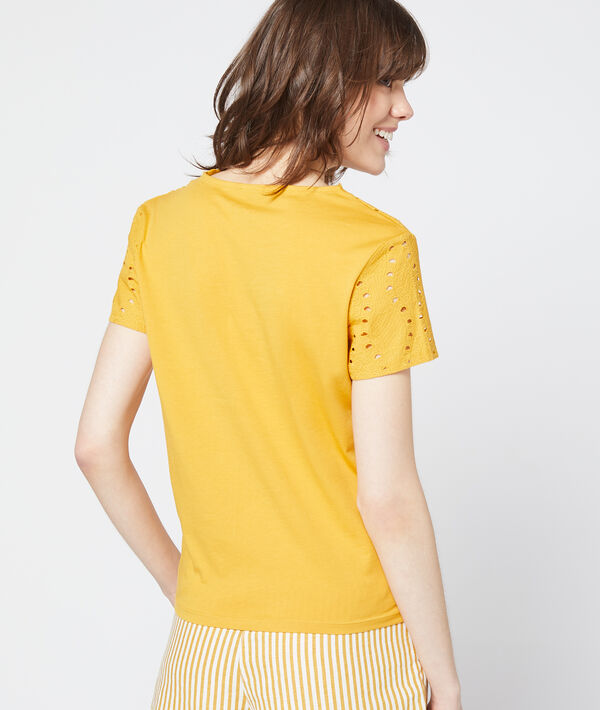 T-shirt à broderie anglaise
