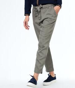 Pantalon carotte en tencel® kaki.