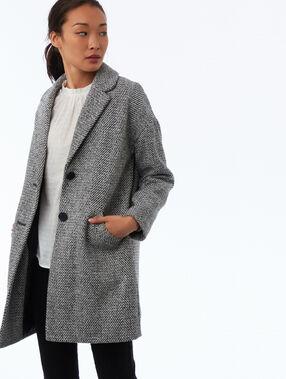 Manteau boutonné motifs chevrons gris clair chiné.