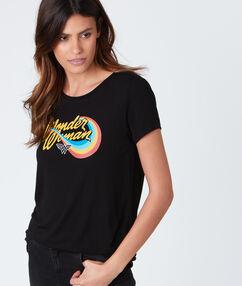 T-shirt col rond avec imprimé noir.