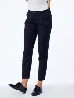 Pantalon cigarette de tailleur bleu marine.