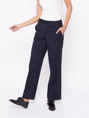 Pantalon ceinturé à rayures marine.