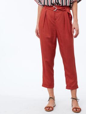 Pantalon carotte avec ceinture en tencel® rouge tomate.