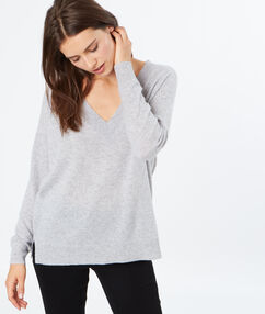 Pull en cachemire grand col v gris chine clair.
