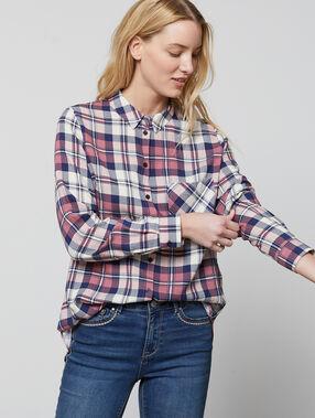 Chemise à carreaux bordeaux.