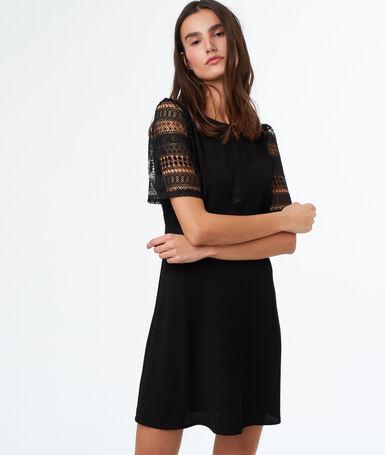 Robe manches courtes en dentelle noir.