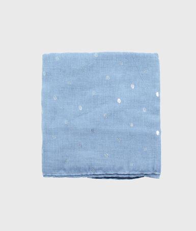 Foulard imprimé bleu clair.