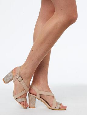 Sandales à talons nude.