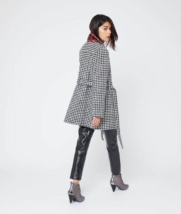 Manteau ceinturé à motifs pied de poule