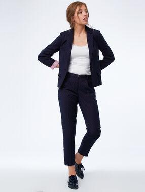 Veste de tailleur à motifs bleu marine.