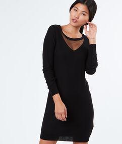 Robe pull à plumetis noir.