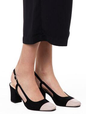 Escarpins à talons noir.