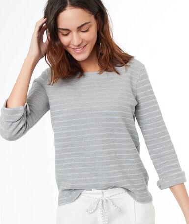 T-shirt à rayures gris.
