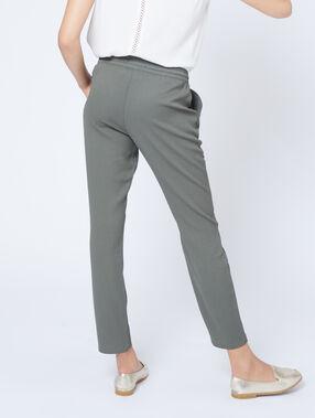 Pantalon carotte ceinturé kaki.