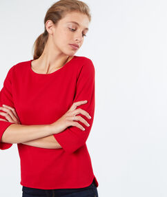 Pull texturé manches 3/4 rouge.