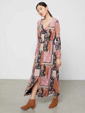 Robe longue à patchwork floral noir.