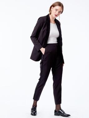 Veste de tailleur col empiècement dentelle noir.