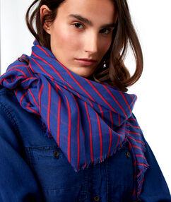 Foulard à rayures bleu.