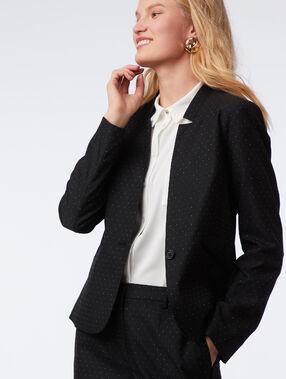 Veste tailleur à pois noir.