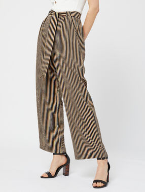 Pantalon large ceinturé à rayures noir.